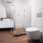 Modernes Badezimmer Holzfliesen